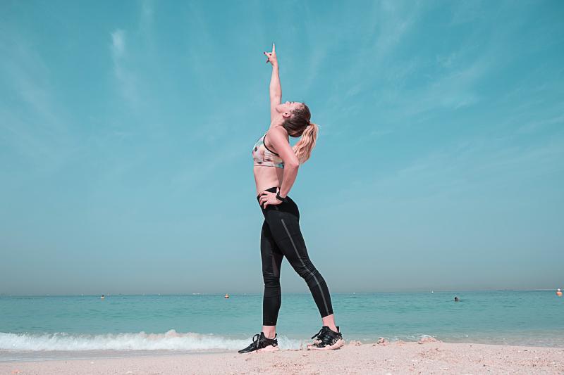 Balance-beach-blond-hair-1117493